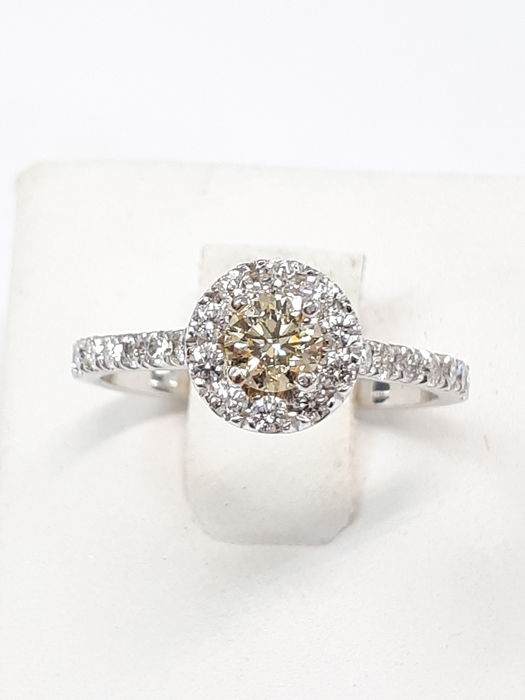 14kt White gold ring and natural fancy light greenish yellow