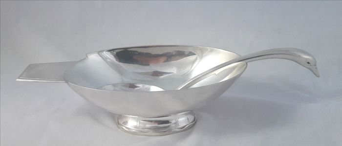 - Silver plated sauce bowl and sauce ladle in the shape of a swan - Christian Fjerdingstad for Christofle Gallia - 'Cygne'