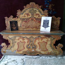 Venetian wooden bench, carved painted and lacquered with decorations, Rococo style, 19th c.