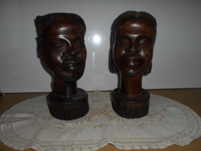 Beautiful pair of sculptures - Head bust of a African woman and man from - Colonial period - Ebony - Very heavy