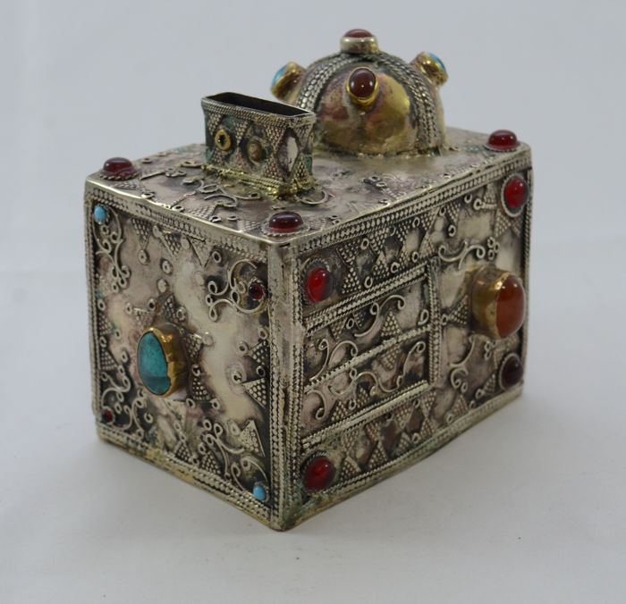 A  rectangular silver charity box - Tzedakah - mounted with semi-precious gemstones - filigree - Turkemenistan - first half 20th century