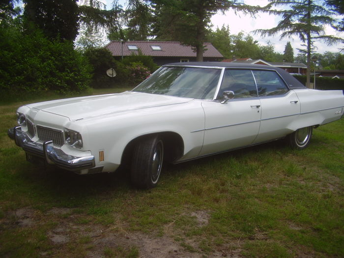Oldsmobile - Ninety eight.  7.5 Liter rocket engine. NO RESERVE - 1973