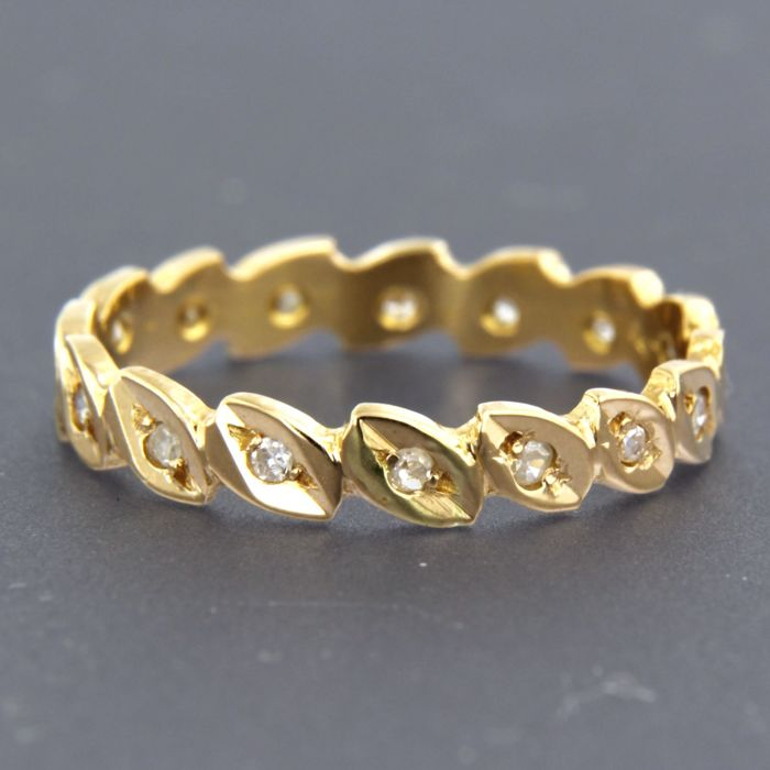 18 kt yellow gold full eternity ring set with 16 single cut diamonds, approx. 0.14 carat in total
