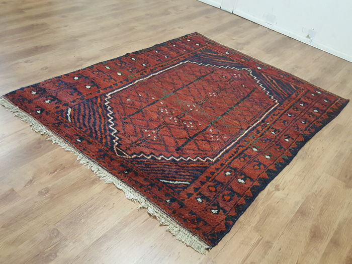 Hand knotted Persian carpet,194 x 156 cm