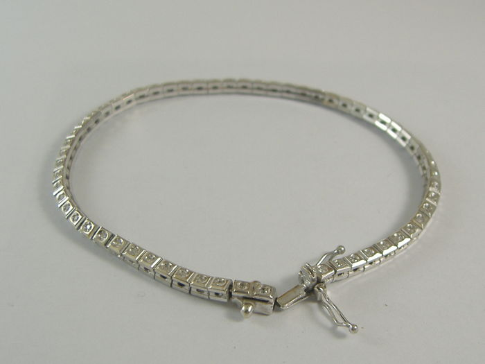 18 kt white gold tennis bracelet with 1.20 ct diamonds