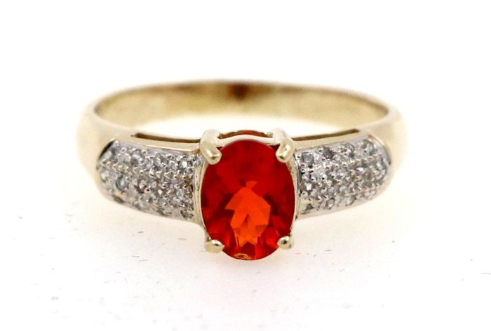 9 kt yellow gold antique women's ring with 0.26 ct diamonds and central fire opal - ring size 61
