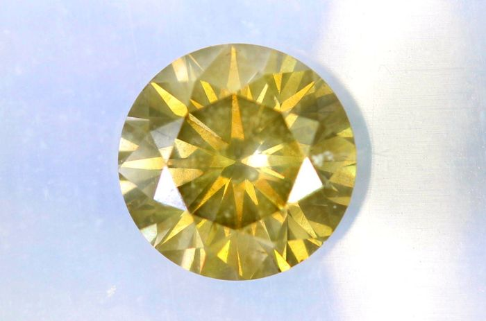 Fancy Greenish Yellow - 0.73 ct - SI2 - * NO RESERVE PRICE *