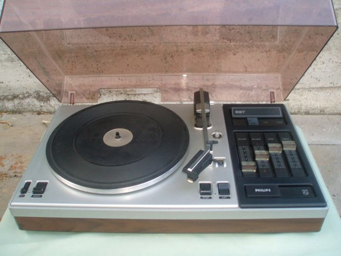 Philips 827 record player with built-in amplifier