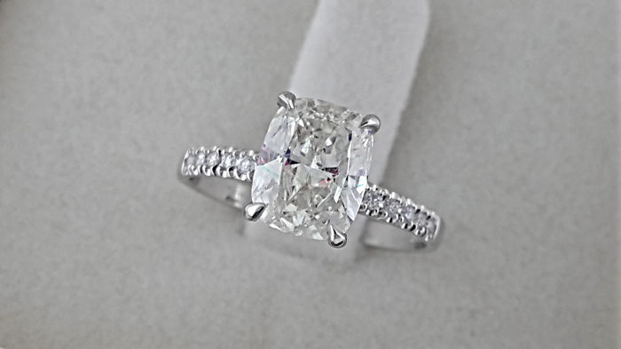 1.62 carat TCW SI1 Cushion Diamond Engagement Ring in Solid White Gold 14K Pave Band