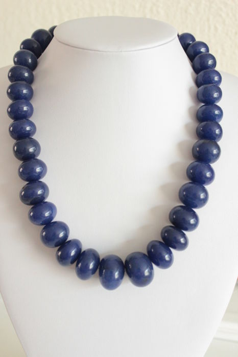 Necklace with natural Sapphires and gold clasp - Length: 50.5 cm