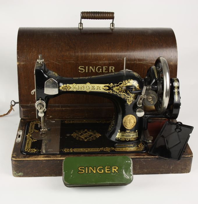 Singer 28K sewing machine - 1939 - box key included