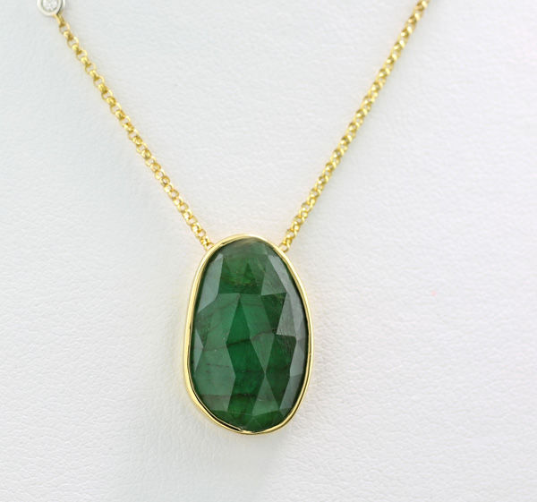 Emerald and brilliant necklace with an emerald of 6.03 ct, 750 yellow gold --- no reserve! ---