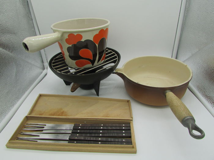 Le Creuset fondue set with fondue pot and burner made of enamelled cast iron