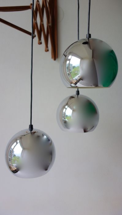 Designer unknown - Chromed cascade sphere pendant light with 3 light sources