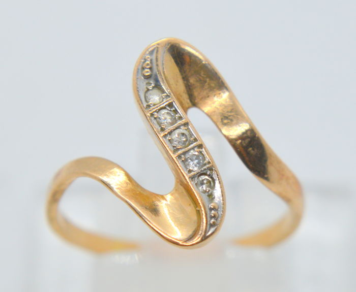 14K / 585 Gold Ring - with 0.034 ct. brilliants total- total weight 2.09 gr - size 55
