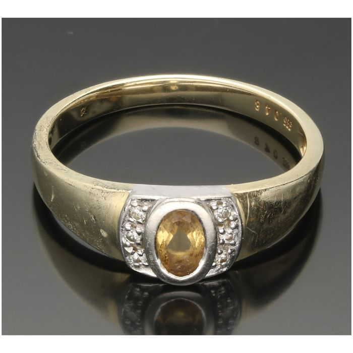 14k - Geelgouden ring bezet met citrien en 6 single cut geslepen diamanten van totaal ca. 0,03 ct. - Ringmaat: 18,5 mm