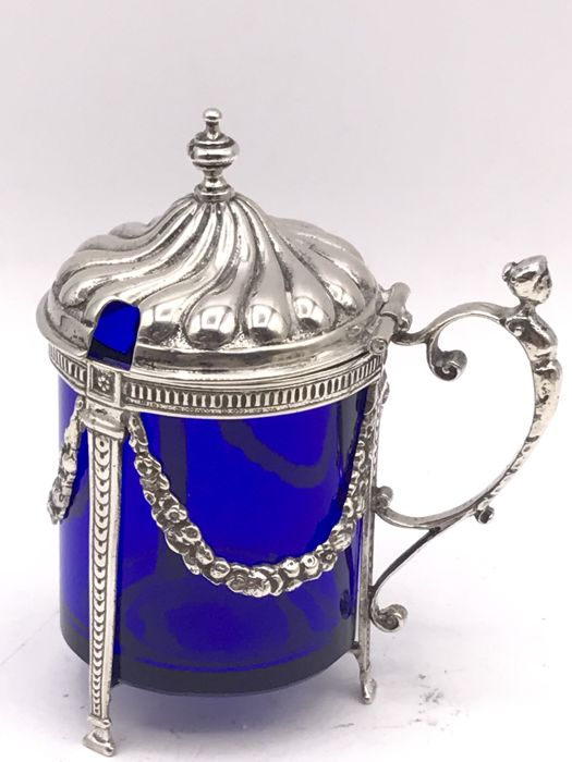 Hand made Dutch silver mustard pot with garlands and blue glass insert B.W. van Eldik and A.F. van de Scheer (Hollandia Zilversmeden) Zutphen ca.1920