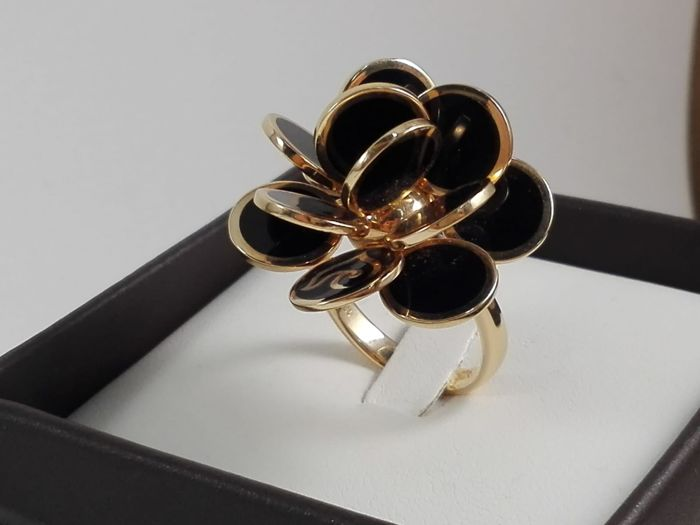 Chantecler - Women's ring, 'Paillettes' collection in 18 kt rose gold and black enamel Weight: 11.4 g