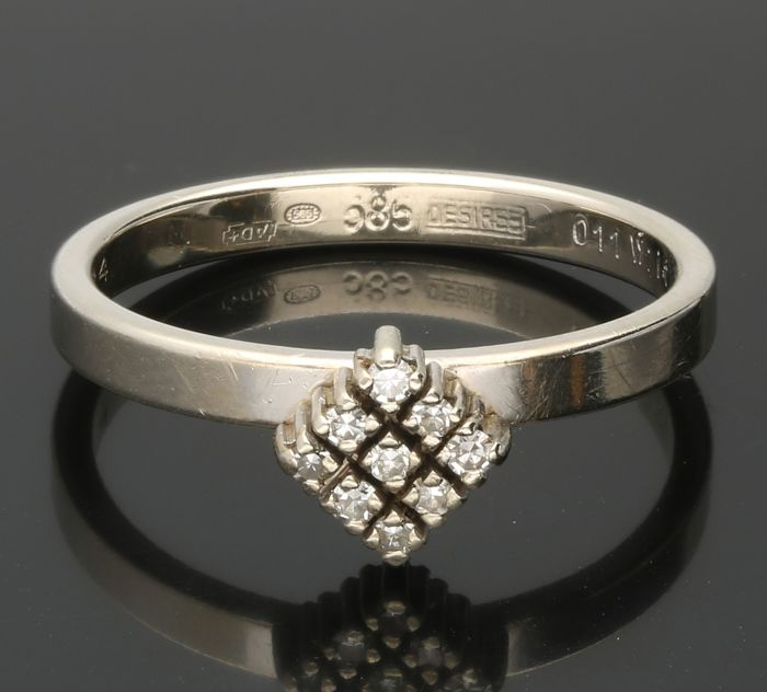 14k - Geelgouden ring bezet met 9 single cut geslepen diamanten van totaal ca. 0,045 ct. - Ringmaat: 18,5 mm