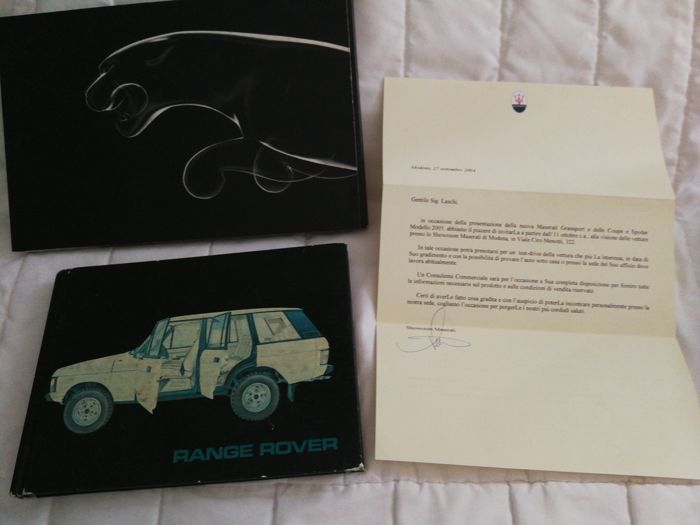 Lot consisting of Range Rover AKM 8144 - User's and maintenance booklet - Jaguar 2004 brochure - Invitation letter on headed paper Maserati 2004 for presentation of Coupé, Spyder and Gransport models - Vintage