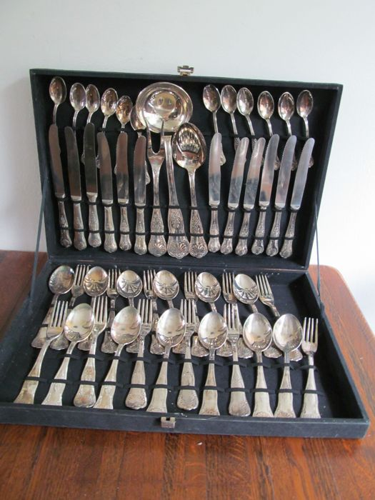 Silver plated cutlery for 12 people in case, 51 pieces, king pattern