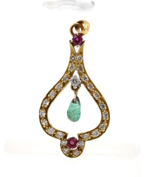 18 kt yellow gold antique pendant with 0.70 ct diamonds, 2 rubies and 1 emerald - dimensions: 17.5 x 31 x 3 mm