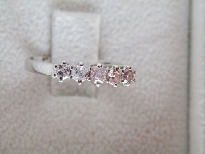 Ring in 18 kt white gold with Fancy Pink Diamonds totalling 0.54 ct, diameter: 17.5 mm, New Item of Jewellery, Made in Italy