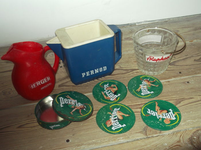 Lot of 4 coffee advertising items, 1970s: Berger anisette, Raphael, Pernod and Perrier