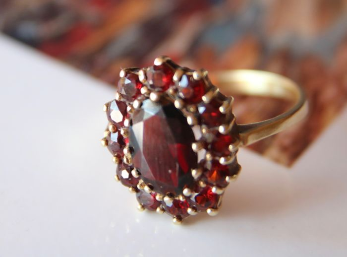 Ring 14ct./585 solid gold set with oval faceted Bohemian garnet, enchanted with round cut for 2,55ct.