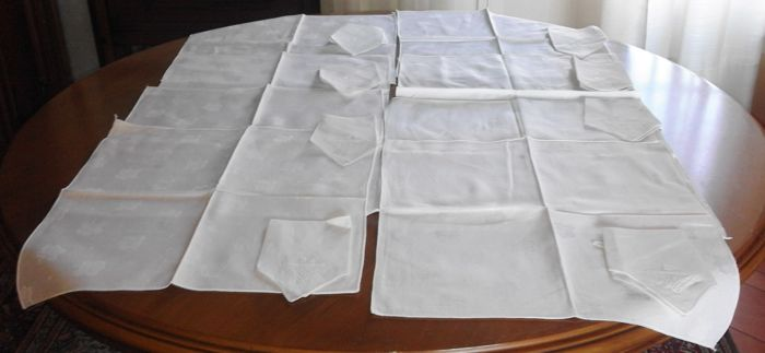 20 placemats with embroidered napkins and 12 doilies in linen and Cantù lace