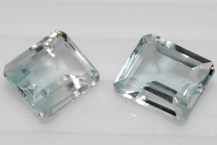 Lot of 2 topazes - colourless blue - 13.9 ct