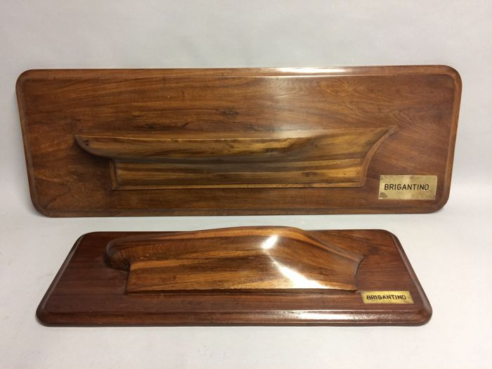 Two teak-wood model ships for against the wall, the so-called half-ships - Brigantino