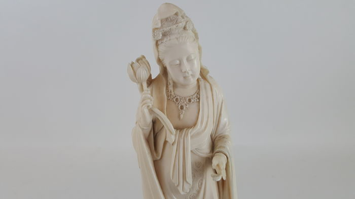 Ivory Okimono of Kannon, signed - Japan - late 19th century