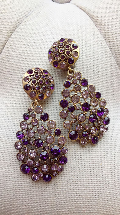 Oscar De La Renta - purple crystal earrings Orecchini