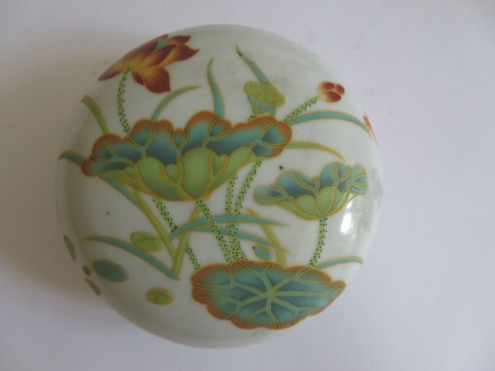 A Chinese famille verte porcelain medicine/cosmetic  box with rich lotus flower decoration  - 106 X 43 mm