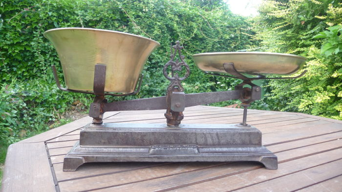 Antique and very beautiful cast iron / brass scales