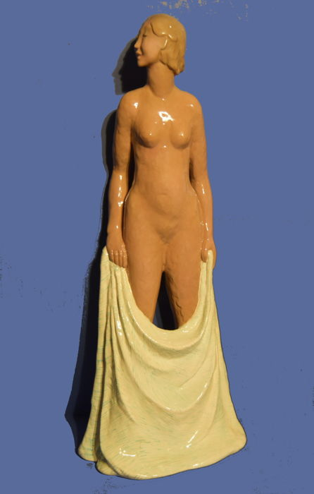 Lenci - Gigi Chessa - Nudo con lenzuolo - Art Deco sculpture of majolica-tiled terracotta and painted in polychromy under the glaze