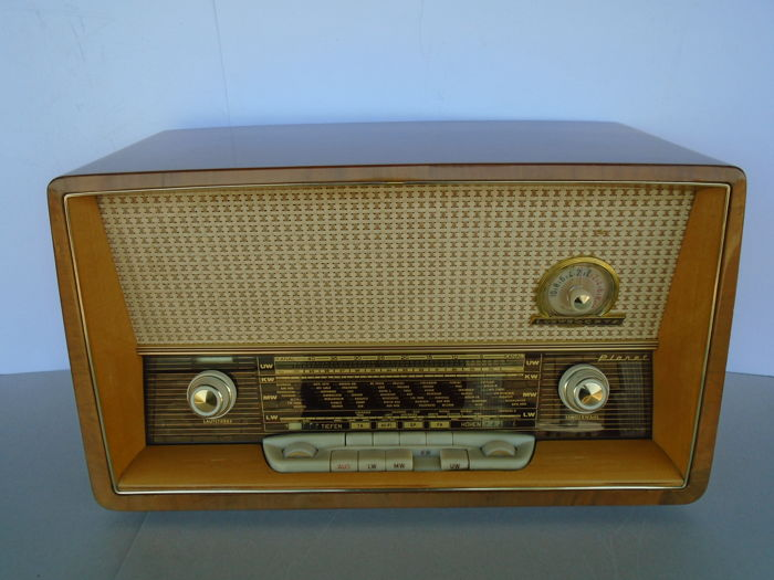 Very nice tube radio Loewe Opta Planet type 5720W from 1960 Germany