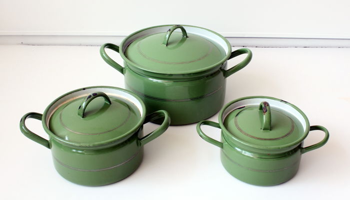 Set of 3 green enamel pans
