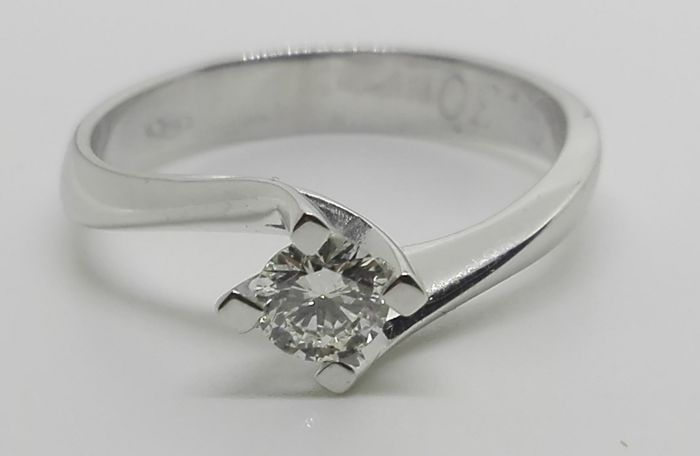 18 kt gold solitaire ring with 0.32 ct diamond, F/VS - Size 18 mm
