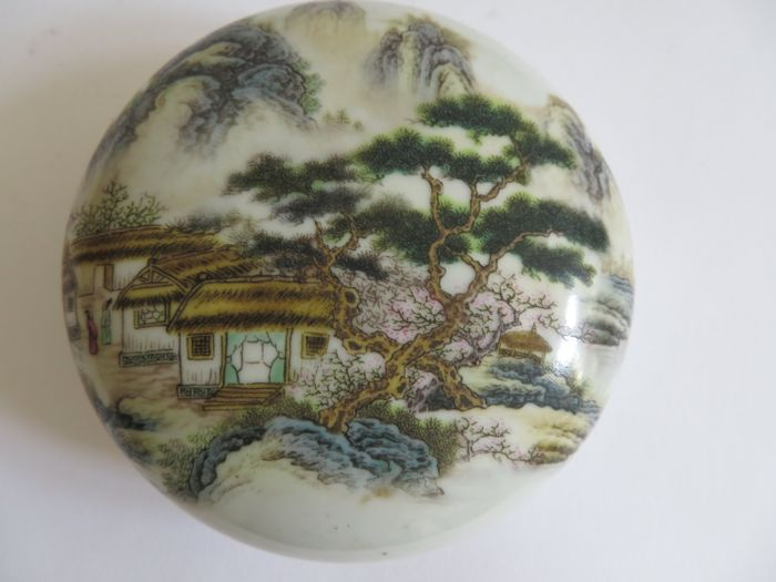 A Chinese famille verte porcelain medicine/cosmetic  box with rich landscape decoration  - 105 X 44 mm