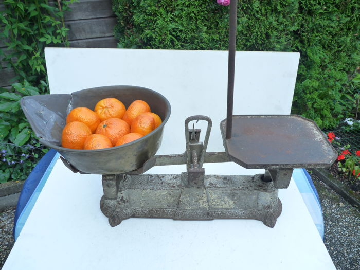 A rare 15 kg balance scales with a suspension hook from ca. 1900