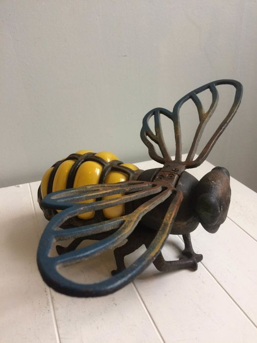 Cast iron bee, standing or as a wall lamp