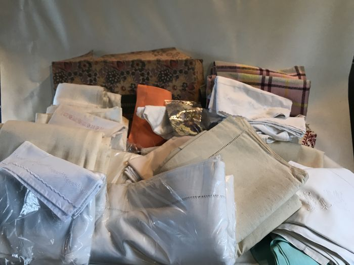 Large lot of 43 pieces of household linen and sheets made of linen, cotton, 	cotton-linen mix and monogrammed