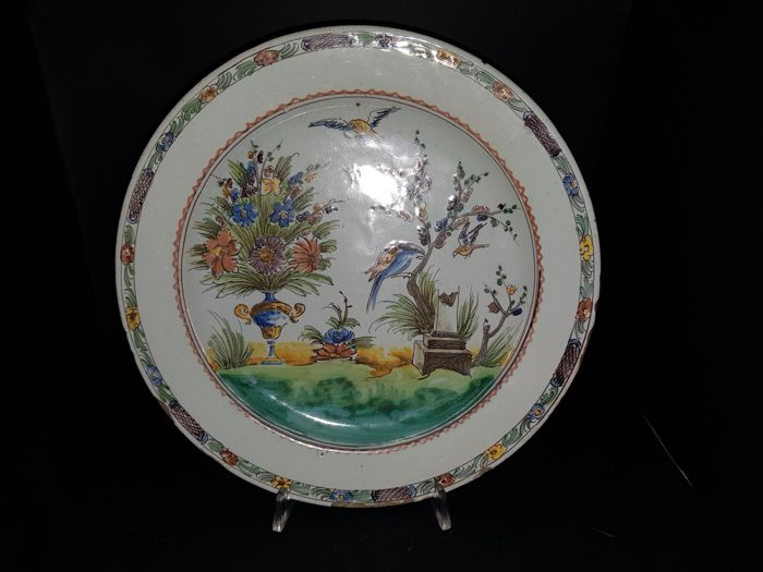 Bassano (Vicenza) – polychrome majolica plate with chinoiserie decoration