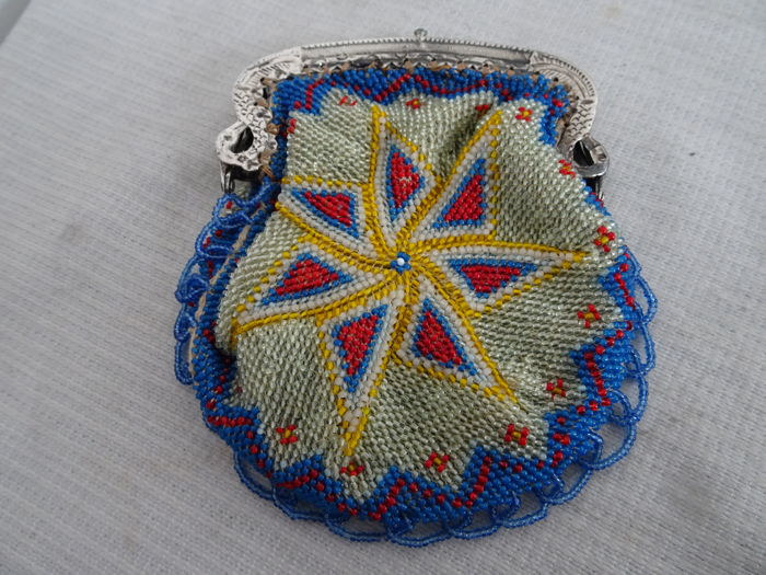 Beaded little purse with Dutch silver bracket - second half 19th century