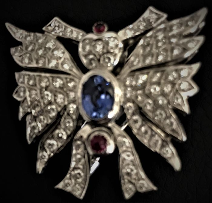 Butterfly brooch - 18 kt white gold - 2.69 ct diamonds - sapphire - ruby - size 4.5 x 4.5 cm