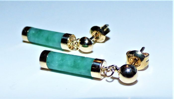 14 kt women's earrings with genuine China jade