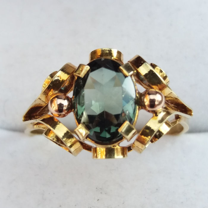 0.90cts green Tourmaline in 14K/585 yellow gold scrollwork ring. No reserve*