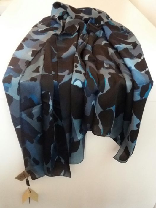 Occasion, Burberry - Giant Silk Shawl./ Wrap . d'occasion